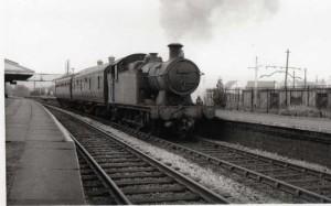 3.7._1964_train_at_Nelson_Llancaiach
