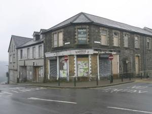 Cardiff_Road_-_Perrott_Street_Junction,_Treharris_-_geograph.org.uk_-_363057