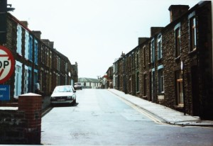 Deep_Navigation_Colliery,_Treharris,_view_up_Fox_Street_-_geograph.org.uk_-_1728348