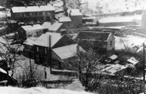 quaker_yard_village