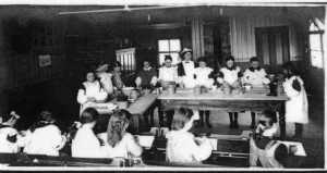 treharris_girls_cookery_class_2_1914