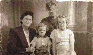 Patricia_North_with_her_parents_and_brother