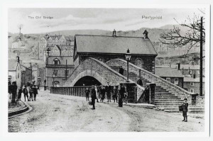 Ponty old bridge and chapel